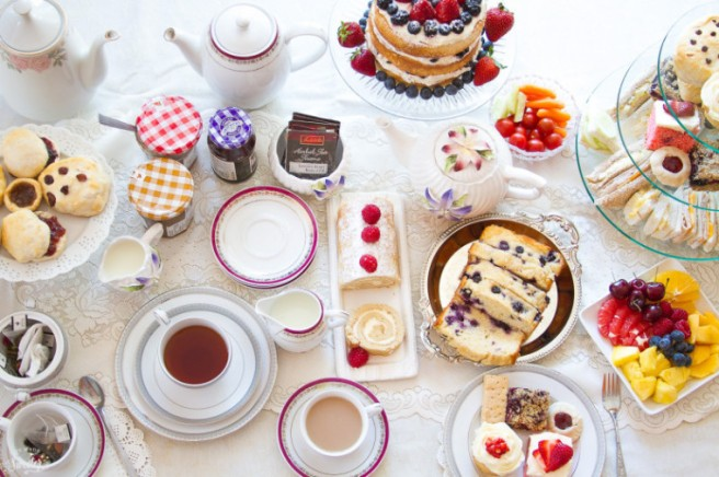 http://lifemadesweeter.com/2015/08/how-to-throw-an-afternoon-tea-party/